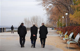 Elder Russell M. Nelson (center) with Elder Gregory A. Schwitzer (right) and President Randall K. Bennett walk along the Volga River in Samara, Russia, on Oct. 23-25, 2009.