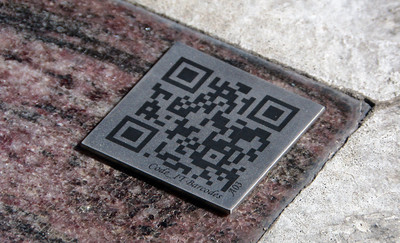 QR barcode on a grave headstone.