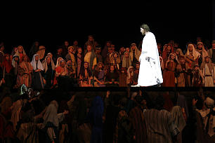 Christ speaks to the multitudes.