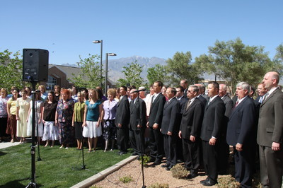 Choir sings at cornerstone ceremony of The Gila Valley Arizona Temple dedication May 23.