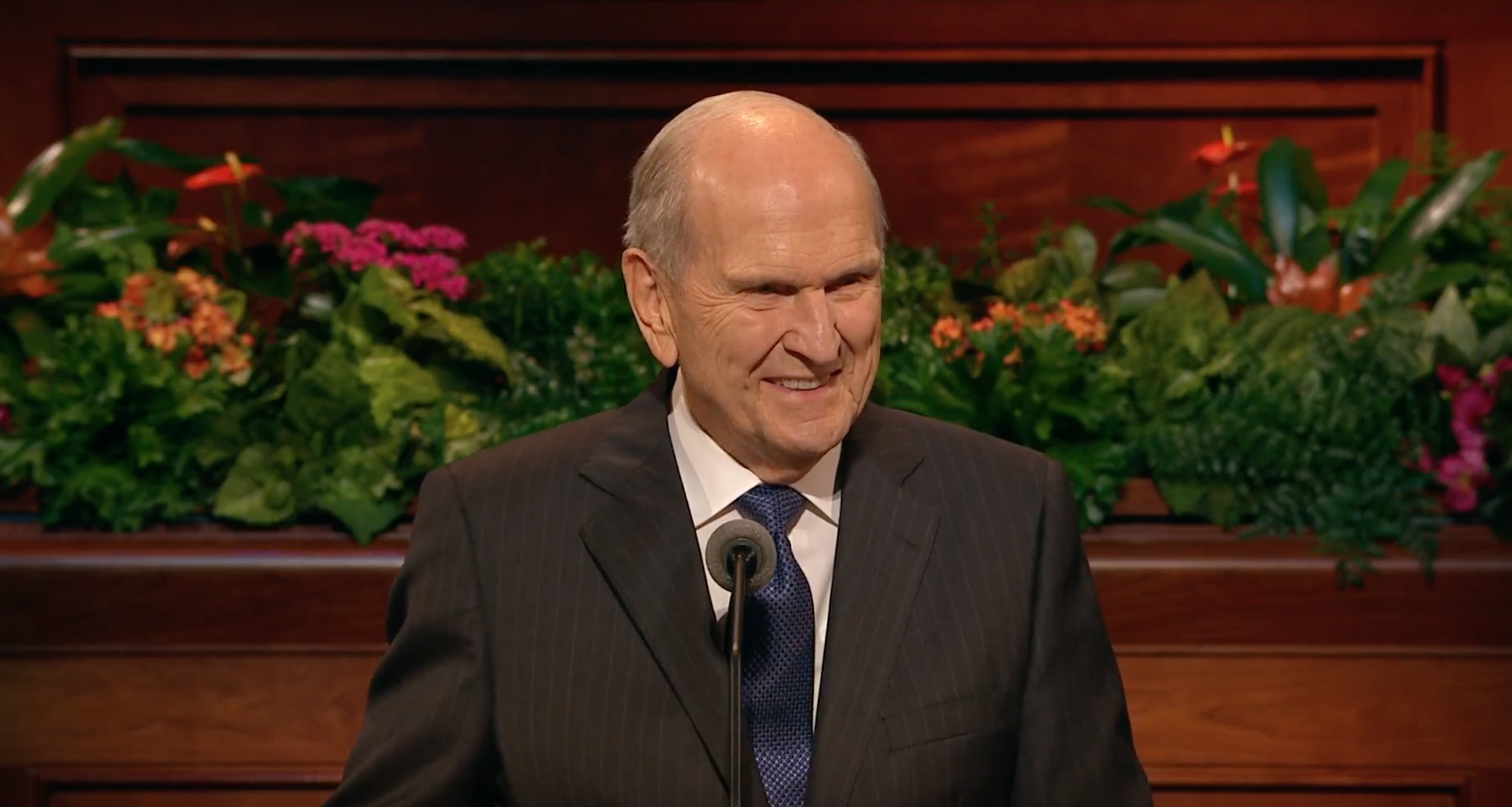 President Nelson delivers an address during the October 2018 general women's session.