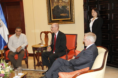 President Henry B. Eyring, center, with El Salvador President Mauricio Funes, left, and Elder D. Todd Christofferson in the presidential palace. The woman standing behind is a translator.