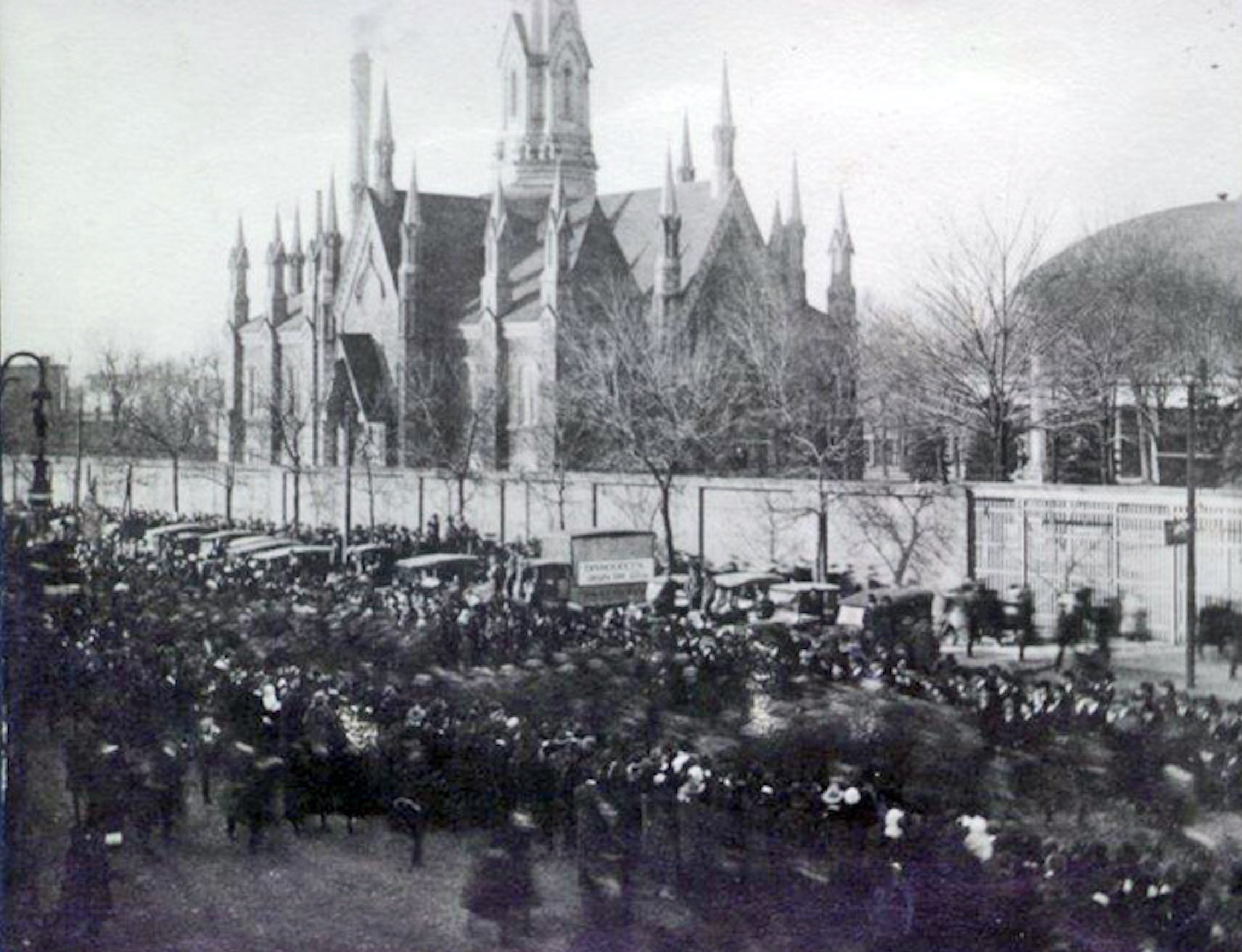 Crowds gather outside the Temple walls in Salt Lake in 1919. This gathering was to honor the troops who came home from World War I.