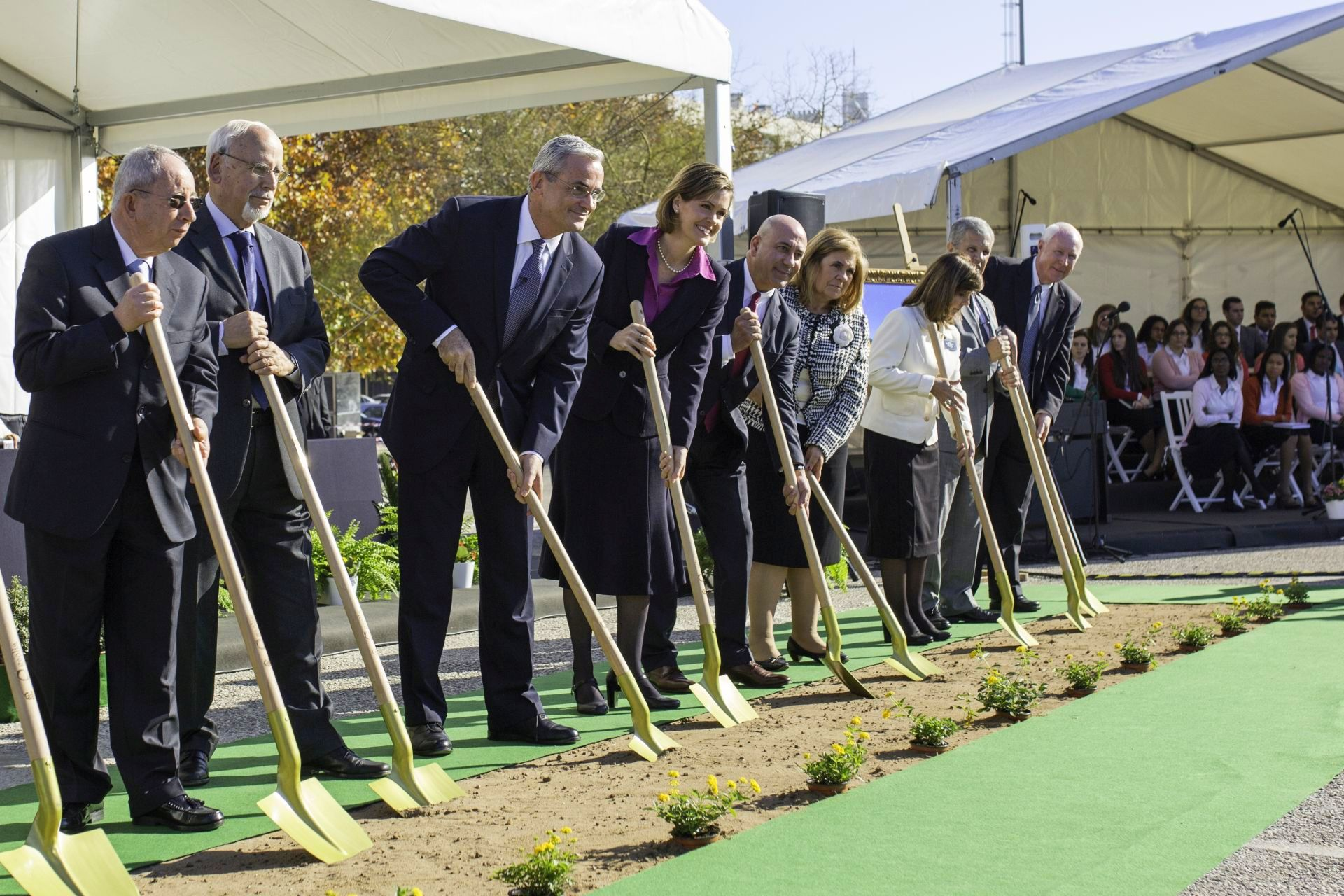 Europe Area President Elder Patrick Kearon and his wife, Sister Jennifer Kearon, break ground for the Lisbon Portugal temple with local civic leaders.