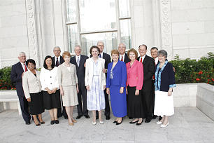 General church officers and their spouses outside the San Salvador El Salvador Temple.