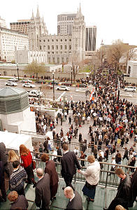 Conference attendees exit the tabenacle and conference center at LDS general conference Apr 6th, 2003. Allred/photo (Submission date: 04/06/2003)