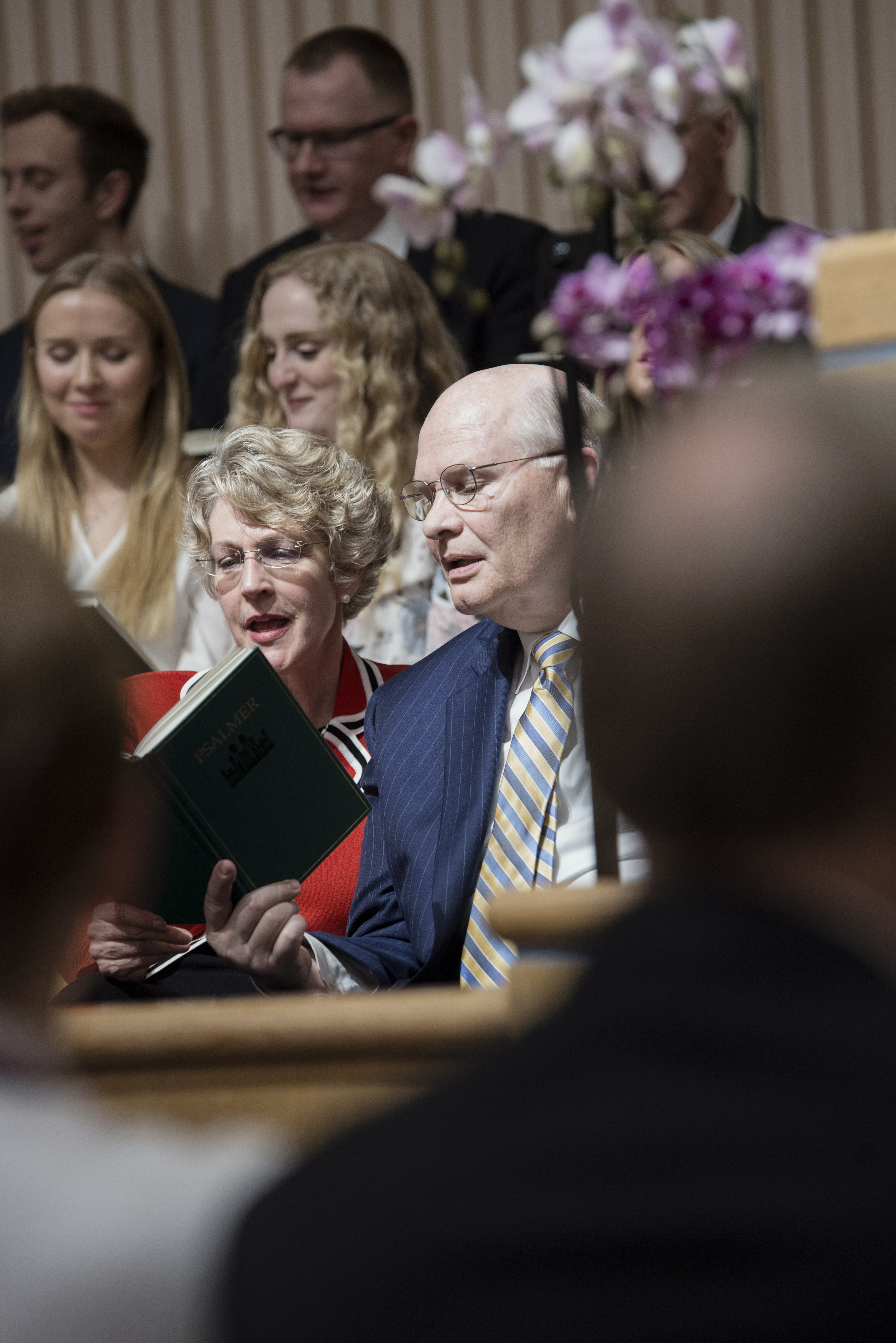 Elder Dale G. Renlund of the Quorum of the Twelve Apostles and his wife, Sister Ruth L. Renlund, sing the congregational hymn during a meeting with Church members in Sweden during a visit to the country on April 29.