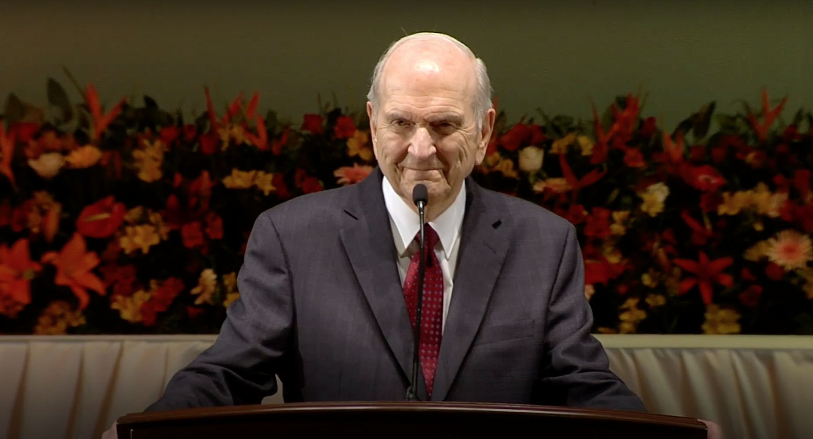 President Nelson speaks to Latter-day Saints in Peru during a devotional