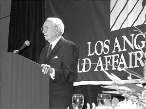President Gordon B. Hinckley spoke of the Church's volunteer program during a June 12 gathering of the Los Angeles World Affairs Council.