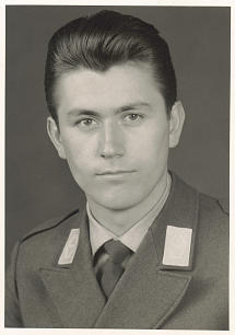 Dieter F. Uchtdorf joined the air force in Germany in 1959 and trained with the U.S. Air Force in Texas and Arizona.