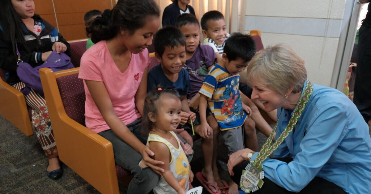 President Bingham emphasizes Relief Society's importance in Philippines Area fight against malnutrition