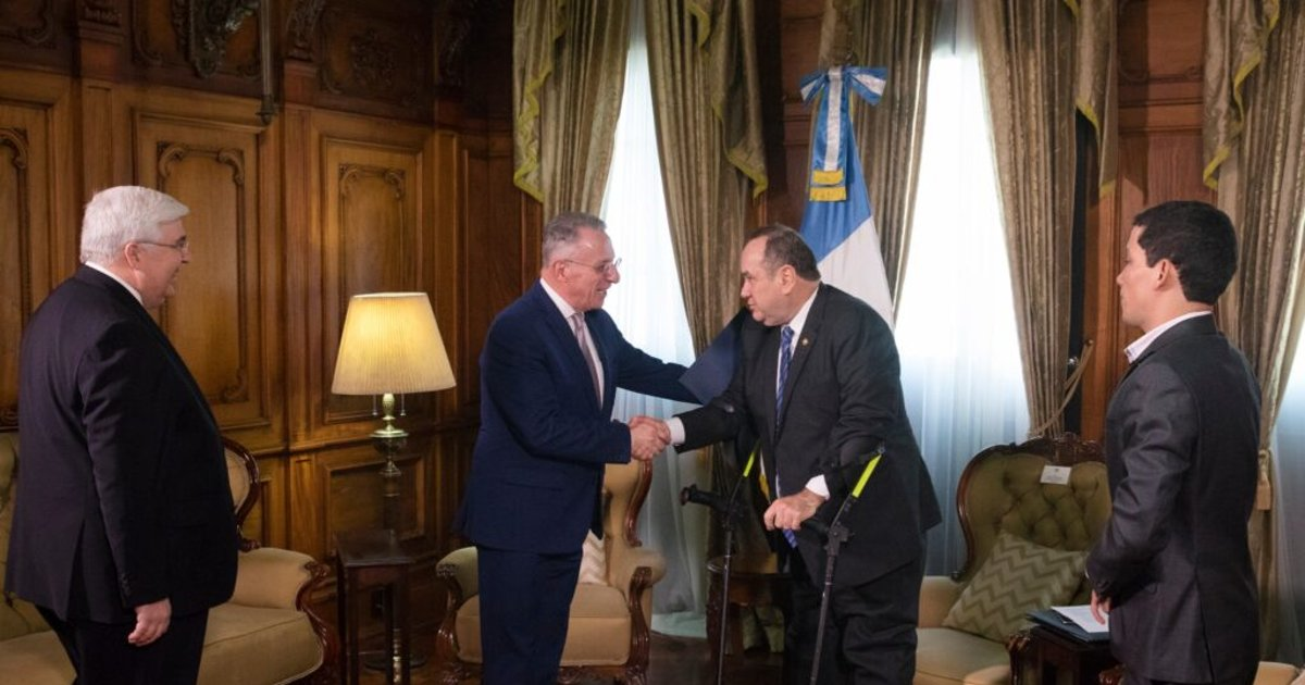 Elder Soares meets with president of Guatemala during Central America ministry