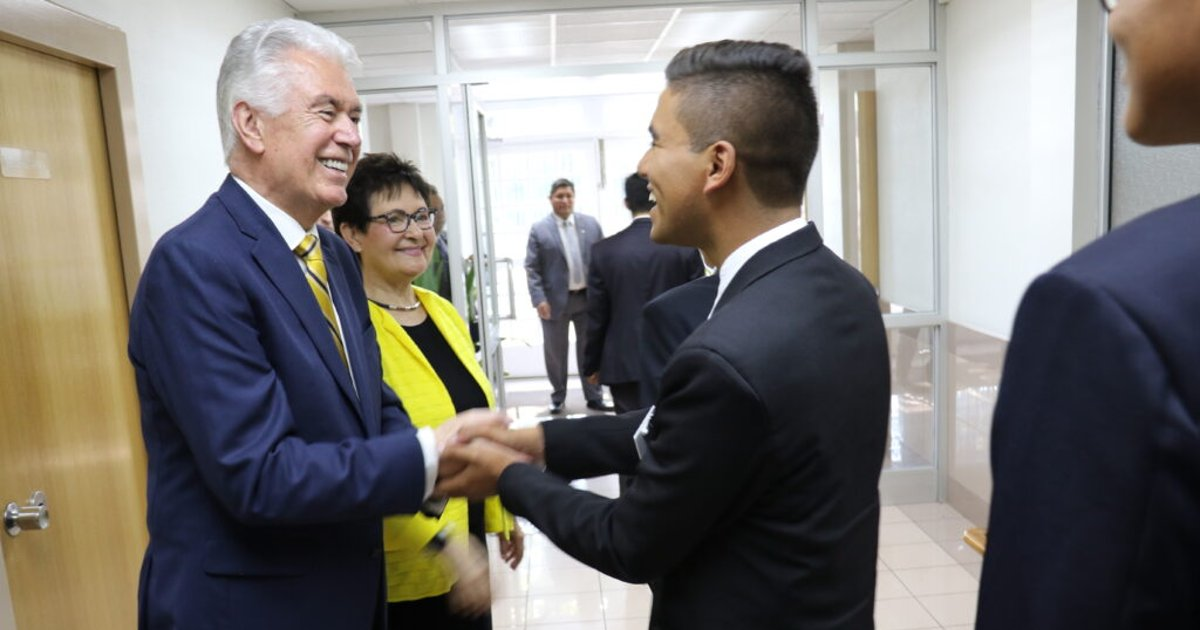 Elder Uchtdorf's message to Chile: Have hope — the Lord knows you