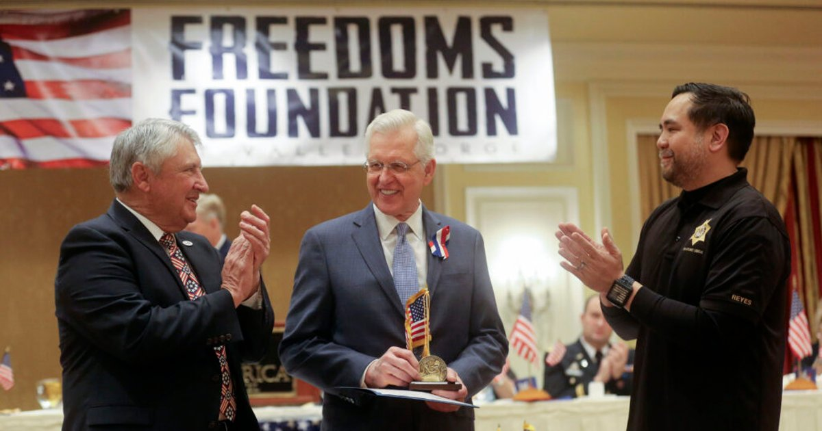 Elder Christofferson receives George Washington Honor Medal from Freedoms Foundation