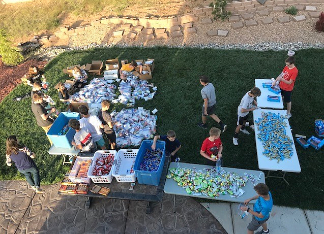 As an Eagle Scout project, Jared Esplin, a member of the La Cueva Ward in Albuquerque, and his friends assemble snacks bags for asylum seekers.