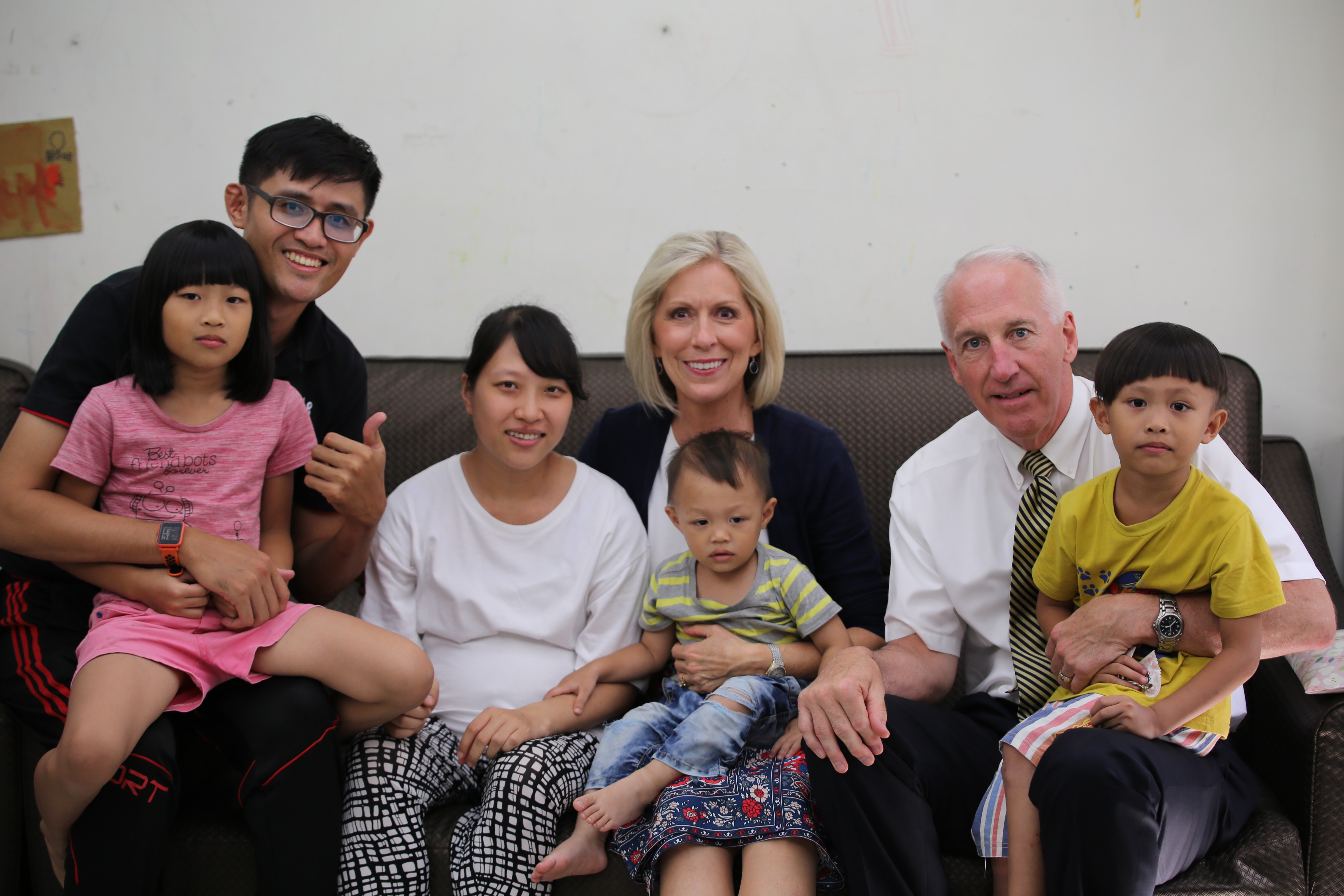 Sister Joy D. Jones, Primary general president, and her husband, Brother Robert B. Jones, take a photo with a family in their home in Taitung, Taiwan, during a visit to the Asia Area from Aug. 17 to 14, 2019.