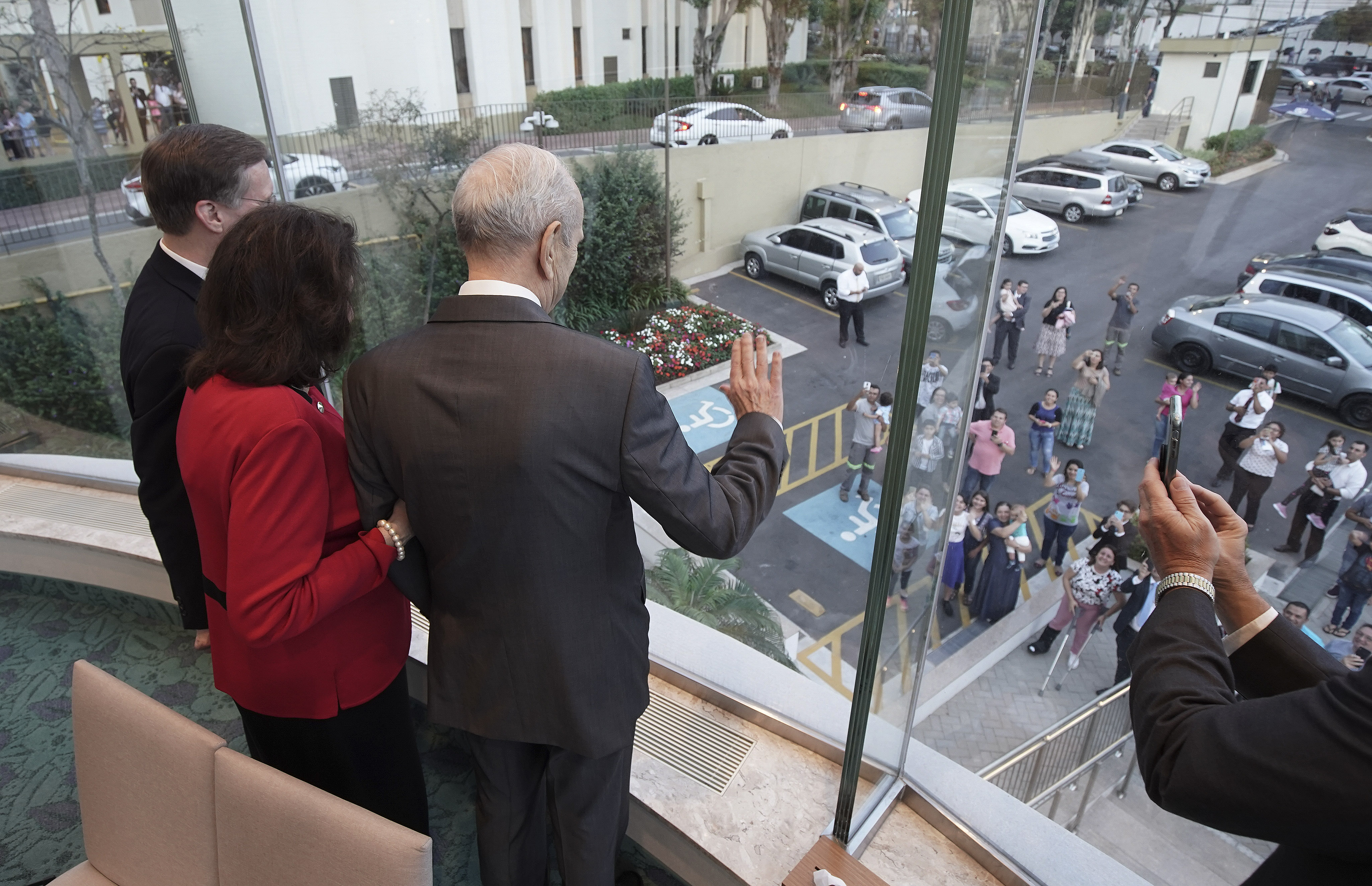 President Russell M. Nelson of The Church of Jesus Christ of Latter-day Saints and his wife, Sister Wendy Nelson, wave to individuals outside the Sao Paulo Temple Visitors' Center in Sao Paulo, Brazil, on Aug. 31, 2019.