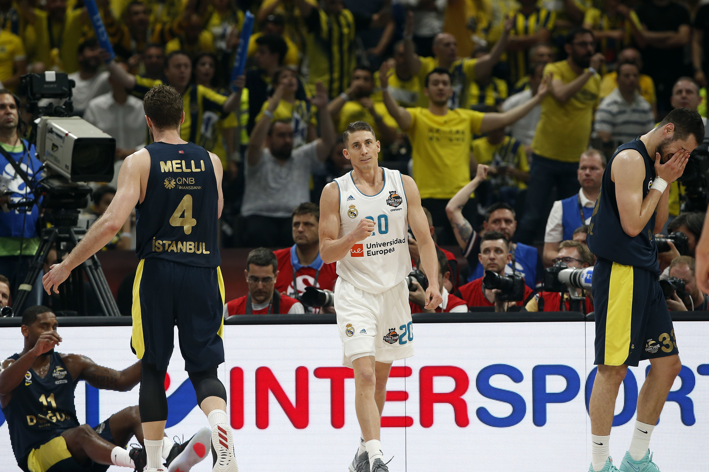 Real Madrid's Jaycee Carroll gestures after a duel with Fenerbahce's Brad Wanamaker during their Final Four Euroleague final basketball match between Real Madrid and Fenerbahce in Belgrade, Serbia, Sunday, May 20, 2018. (AP Photo/Darko Vojinovic)
