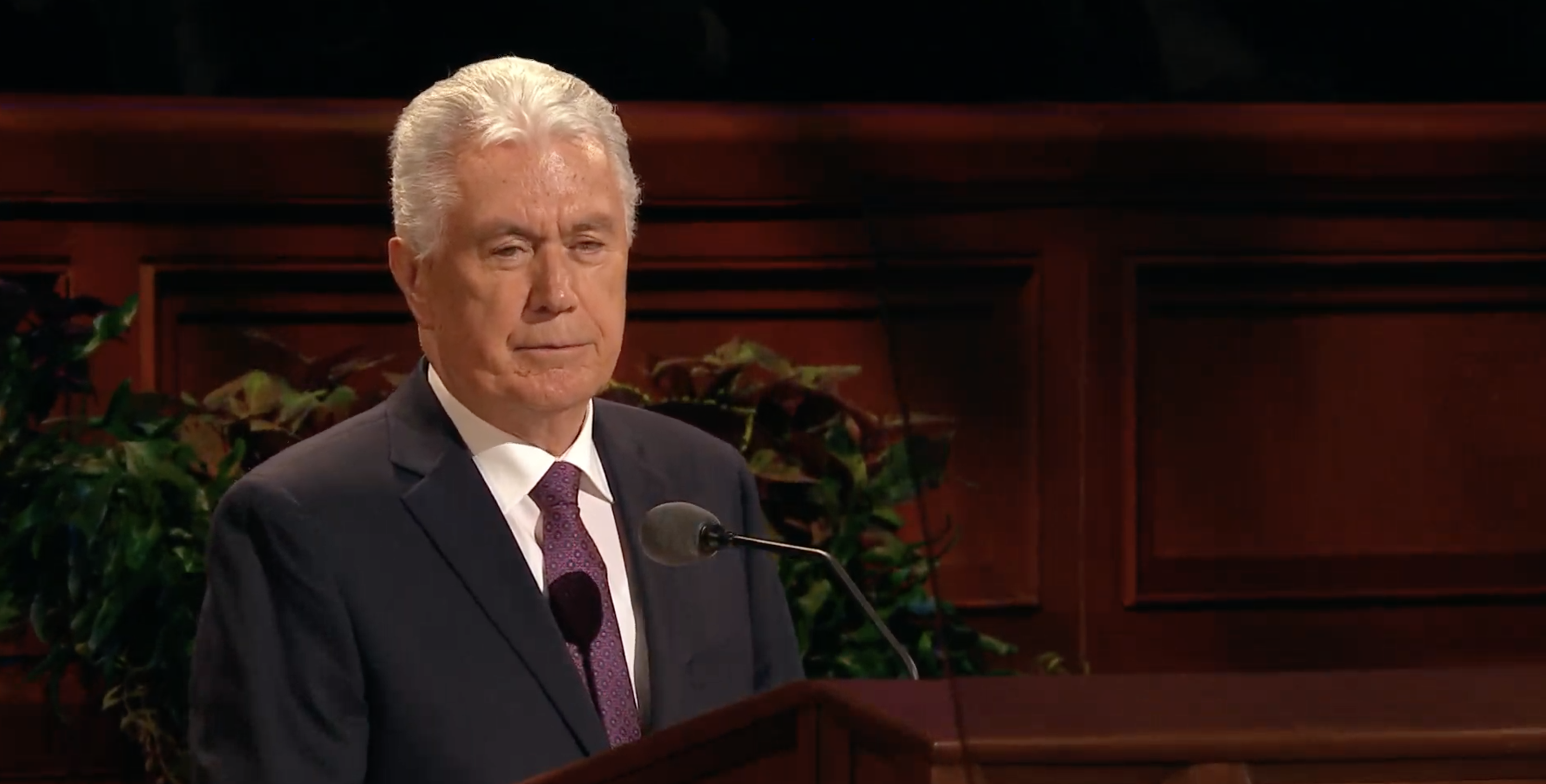 Elder Dieter F. Uchtdorf of the Quorum of the Twelve Apostles speaks during the Sunday morning session in the 189th Semiannual General Conference of the Church on Oct. 6, 2019.
