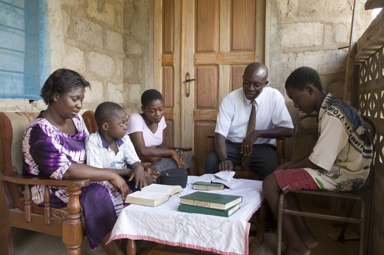 A family reads the scriptures during family home evening. Parents must teach their children to feel, recognize and know the influence of the Holy Ghost, the Primary general presidency teaches.