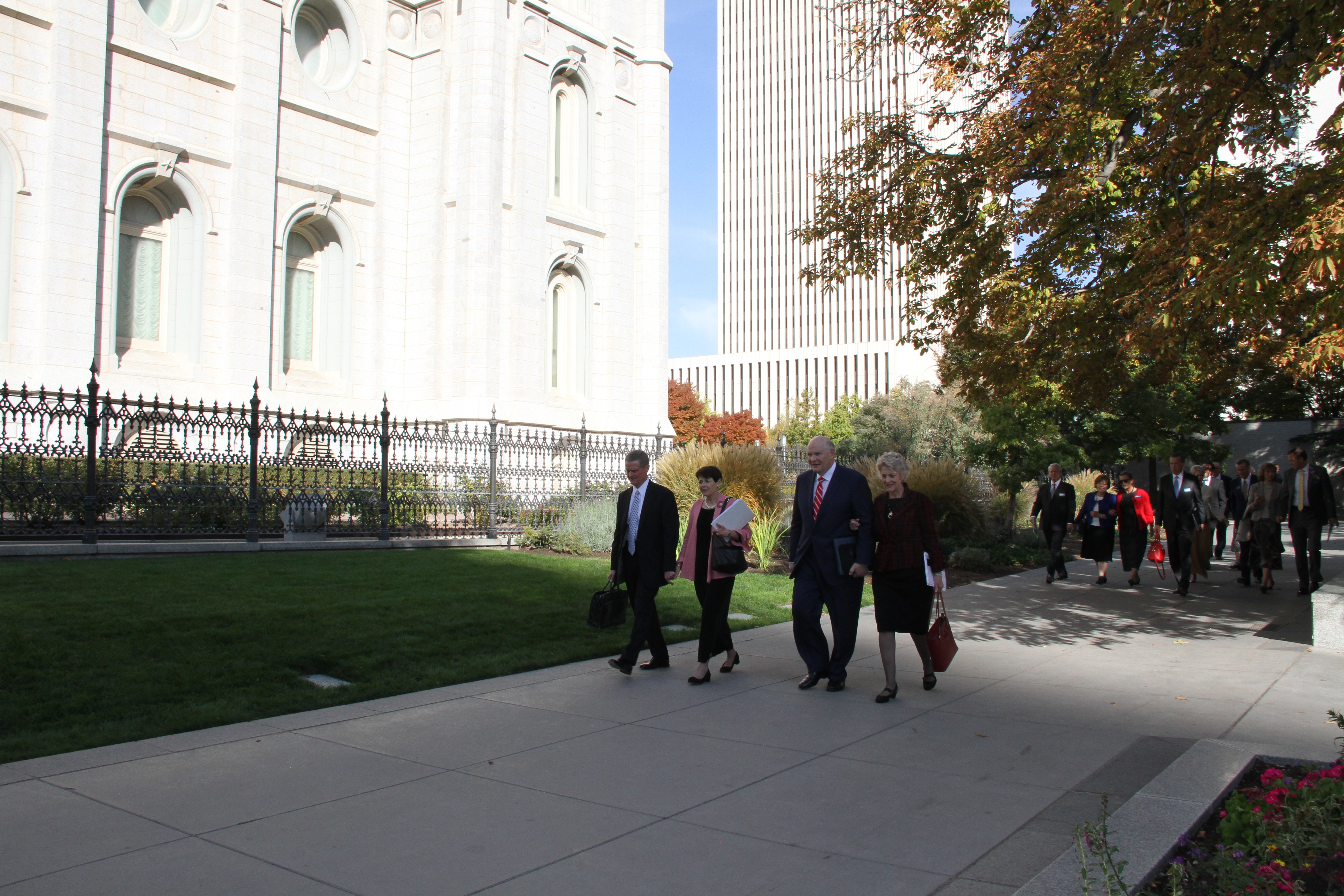 From left, Elder David A. Bednar, Sister Susan Bednar, Elder Dale G. Renlund and Sister Ruth Renlund walk along Temple Square, leading a group of 63 couples of newly called temple presidents and matrons attending the 2019 Temple Leadership Seminar Oct. 14-17 in Salt Lake City, Utah.