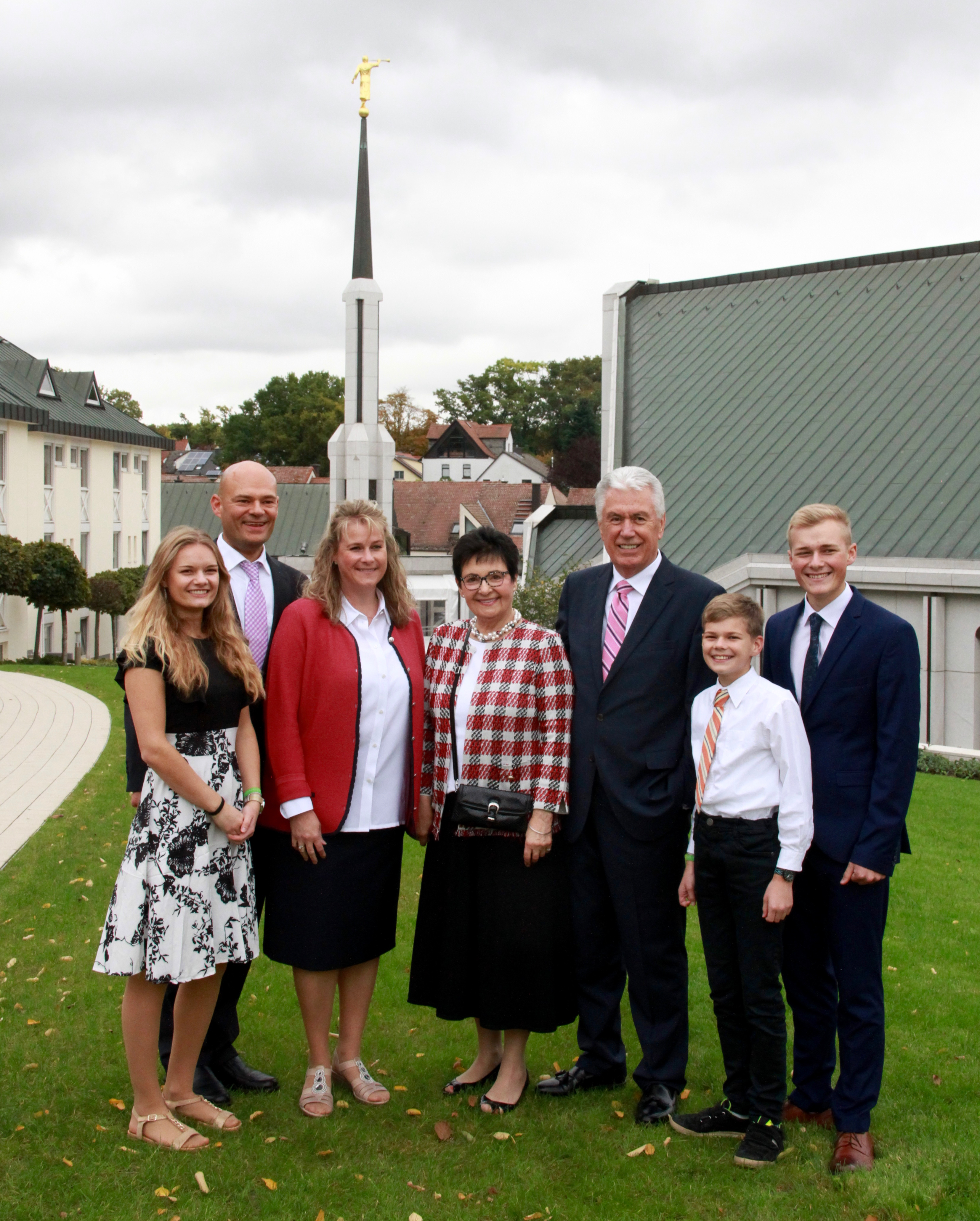 Elder Dieter F. Uchtdorf and Sister Harriet Uchtdorf, center, pause for a photo with their son's family — from left, Jasmin, Guido, Carolyn, Niklas Ivan and Robin Uchtdorf — Saturday, Oct. 19, 2019, outside the Frankfurt Germany Temple.