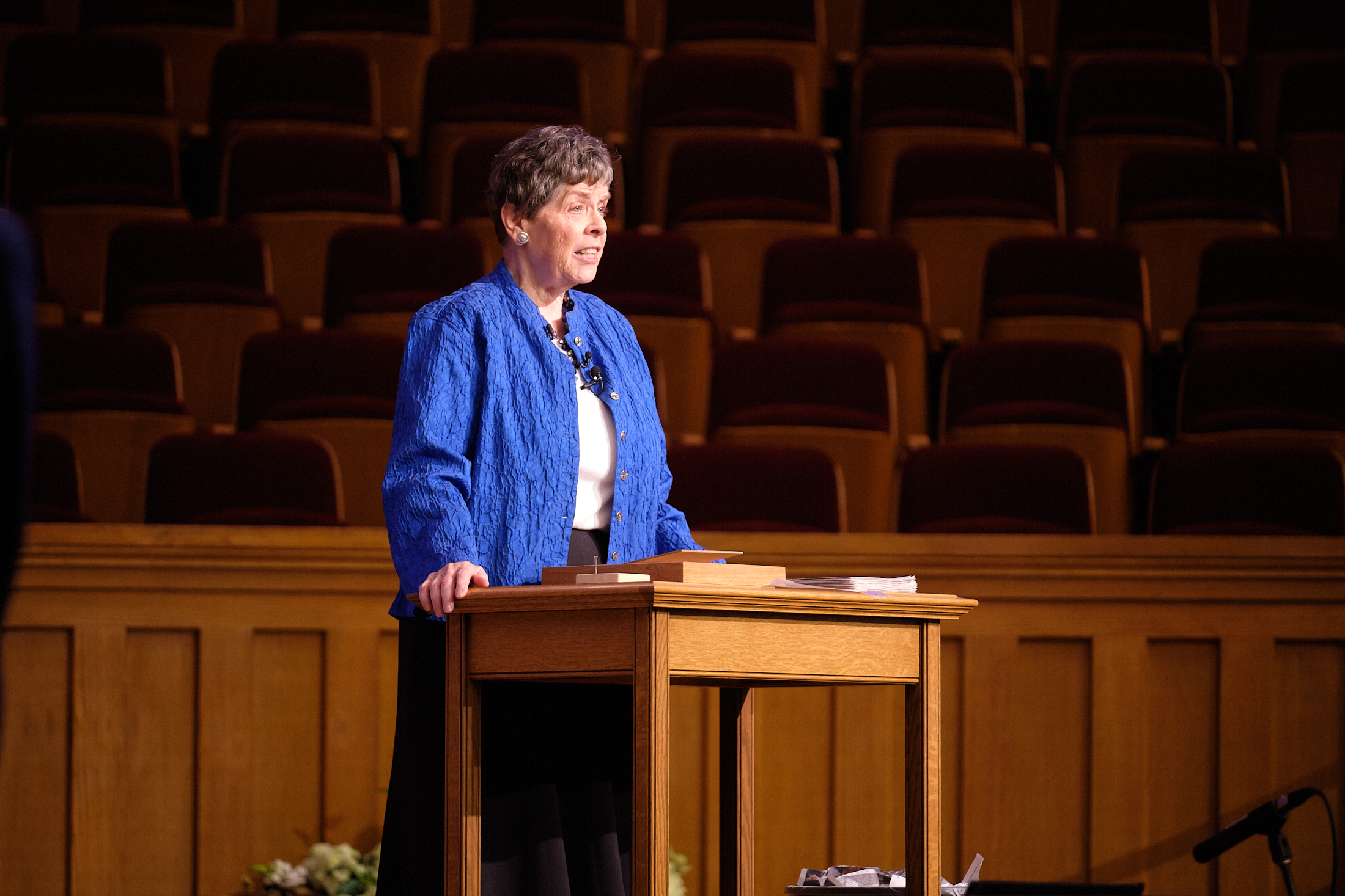 Retiring Temple Square organist Bonnie Goodliffe speaks to the audience before performing in a recital at the Salt Lake Tabernacle on Monday, Oct. 21, 2019.