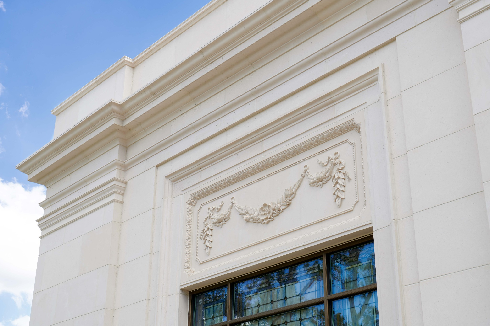 Detailed décor on the exterior of the Baton Rouge Louisiana Temple.
