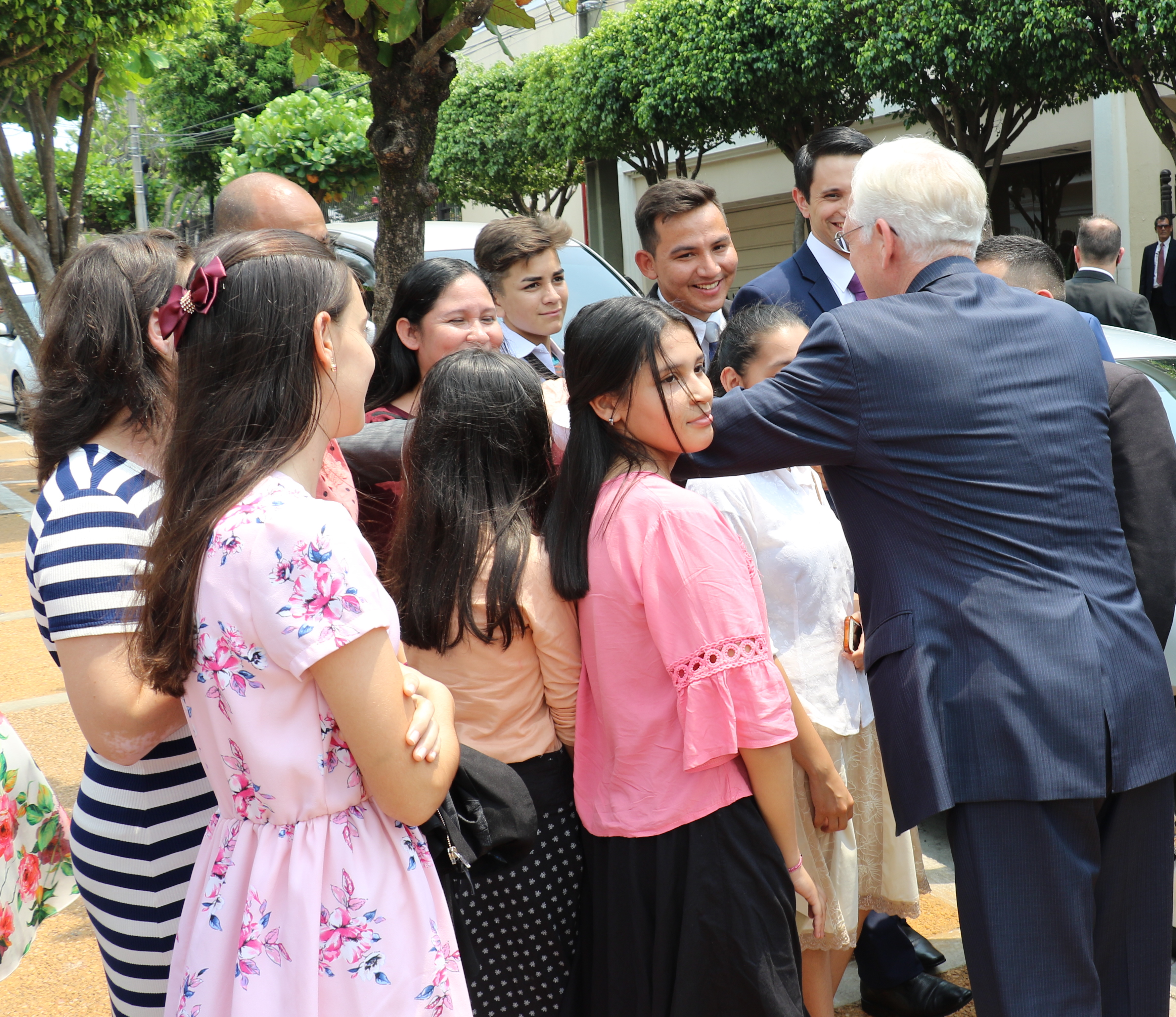 Elder D. Todd Christofferson bids farewell to youth gathered on an Asuncion street following the Nov. 3, 2019, rededication of the Asuncion Paraguay Temple.