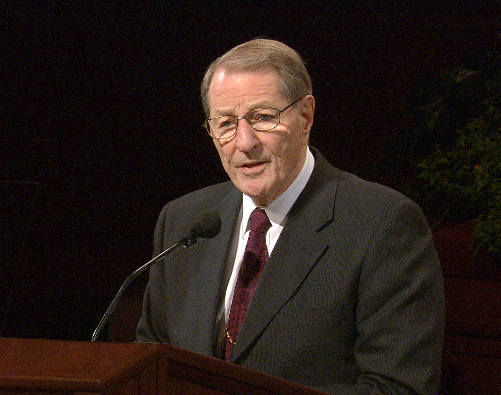 Elder Neal A. Maxwell speaks during general conference, Saturday, Oct 5, 2002.