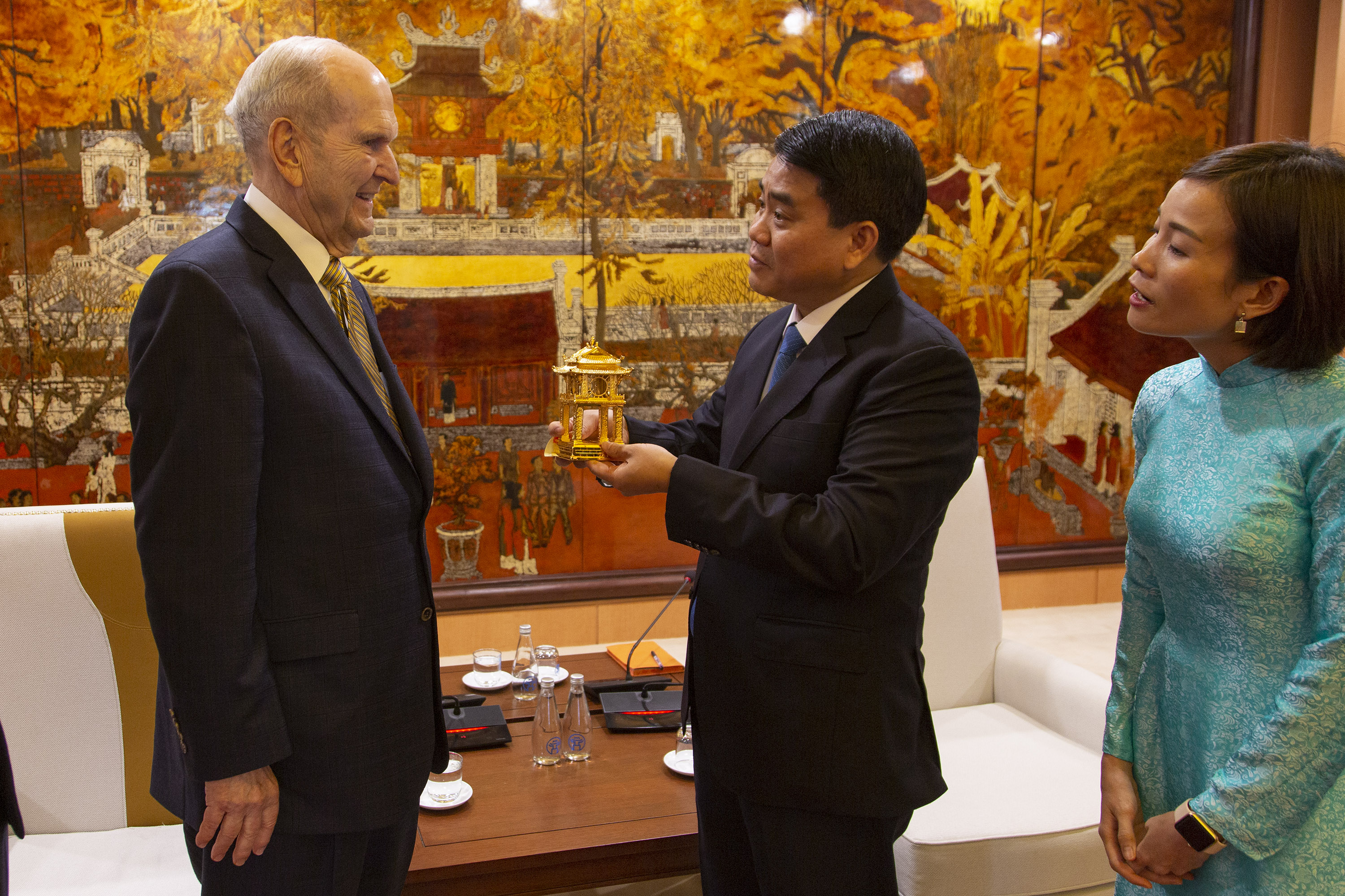 President Russell M. Nelson accepts a gift from Hanoi Mayor Nguyen Duc Chung on Monday, Nov. 18, 2019. President Nelson visited Vietnam Nov. 17-18 as part of his Southeast Asia Ministry.