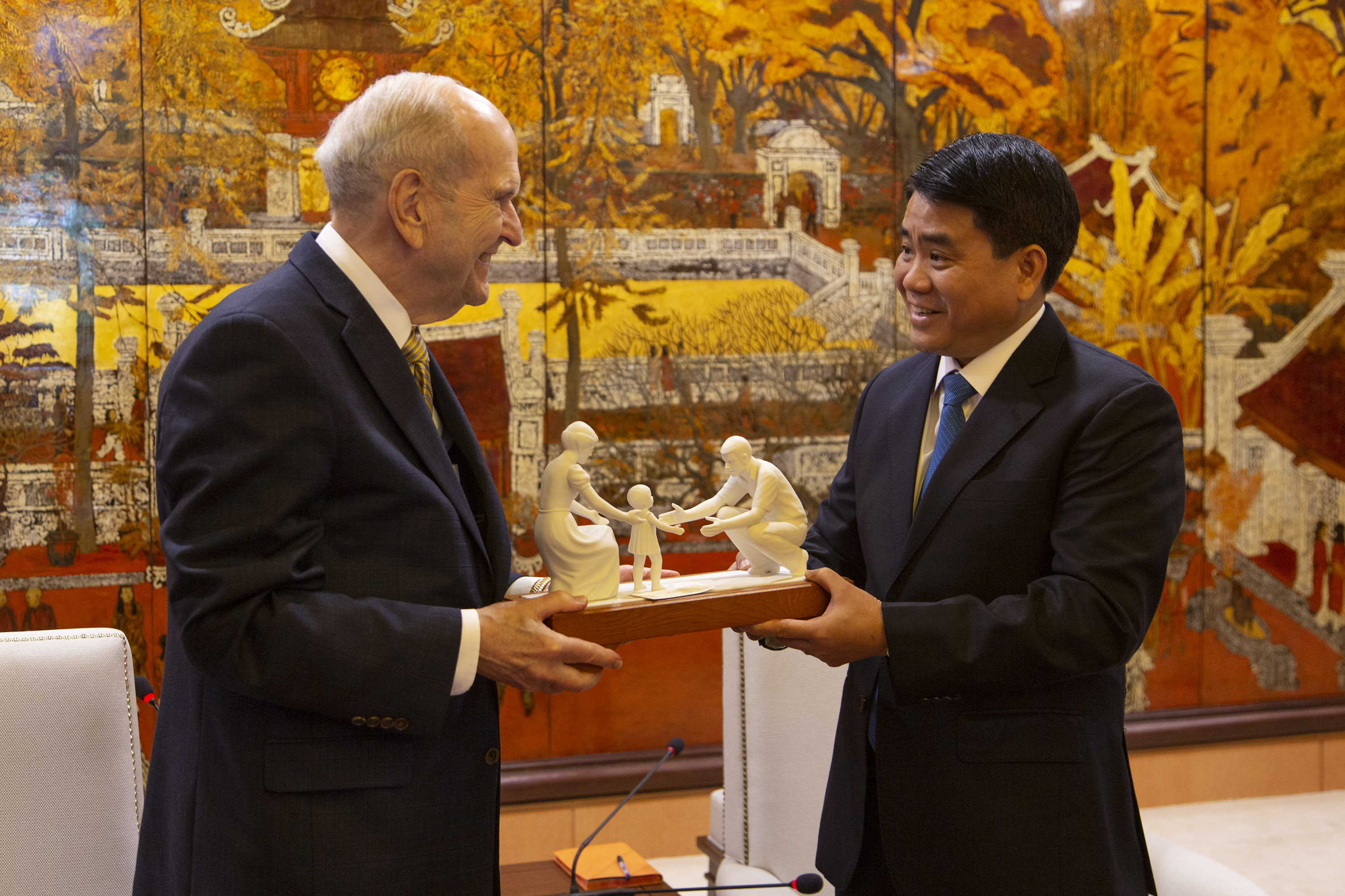 President Russell M. Nelson gives a gift to Hanoi Mayor Nguyen Duc Chung on Monday, Nov. 18, 2019. President Nelson visited Vietnam Nov. 17-18 as part of his Southeast Asia Ministry.