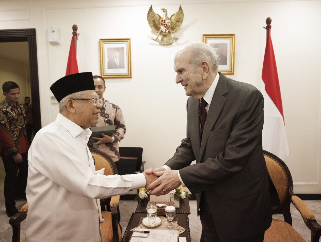 President Russell M. Nelson of The Church of Jesus Christ of Latter-day Saints shakes hands with Ma'ruf Amin, vice president of Indonesia, in Jakarta, Indonesia, on Nov. 21, 2019.