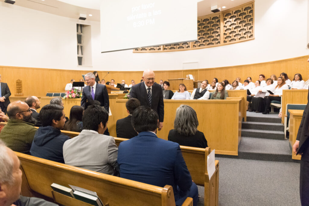 President Oaks addresses issues specific to immigrants during Spanish-language meeting in Chicago