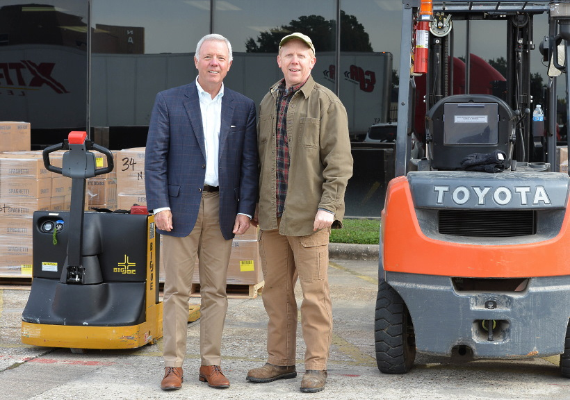 Les Cave, CEO of Northwest Assistance Ministries, with President Sam Bikman, president of the Tomball Texas Stake. The Church donated more than 60 tons to local food pantries in the Houston, Texas, area in December 2019.