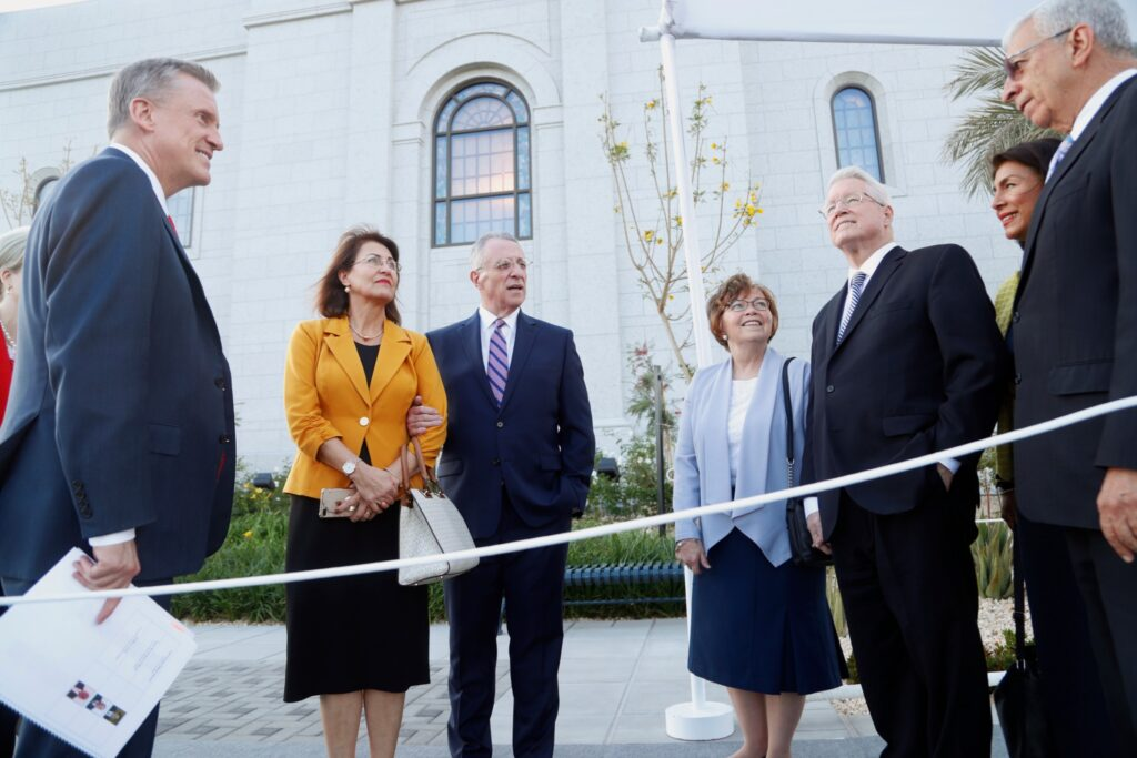 From left, Elder Kevin R. Duncan and his wife, Sister Nancy Duncan (behind him); Elder Ulisses Soares and his wife, Sister Rosana Soares; Bishop Dean M. Davies and his wife, Sister Darla Davies; and Elder Enrique R. Falabella and his wife, Sister Ruth Falabella, stand near the newly completed Arequipa Peru Temple.