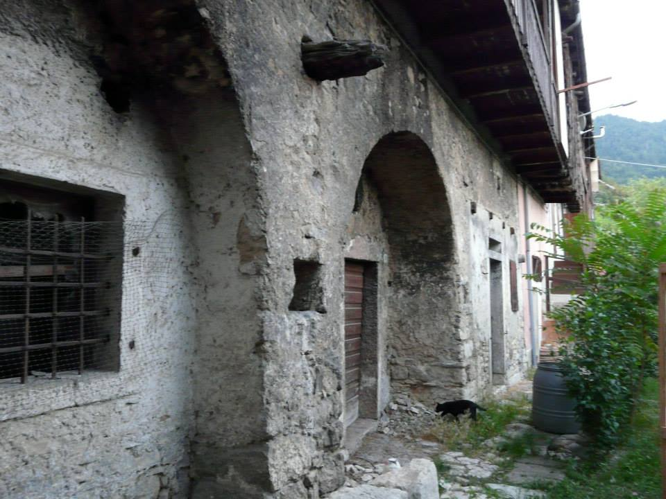 A photo of the outside of the one-room house in Italy where Vito Tonin lived.