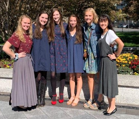 Young women from the Broadneck Ward, Annapolis Maryland Stake, enjoy an excursion together at the Philadelphia Pennsylvania Temple.