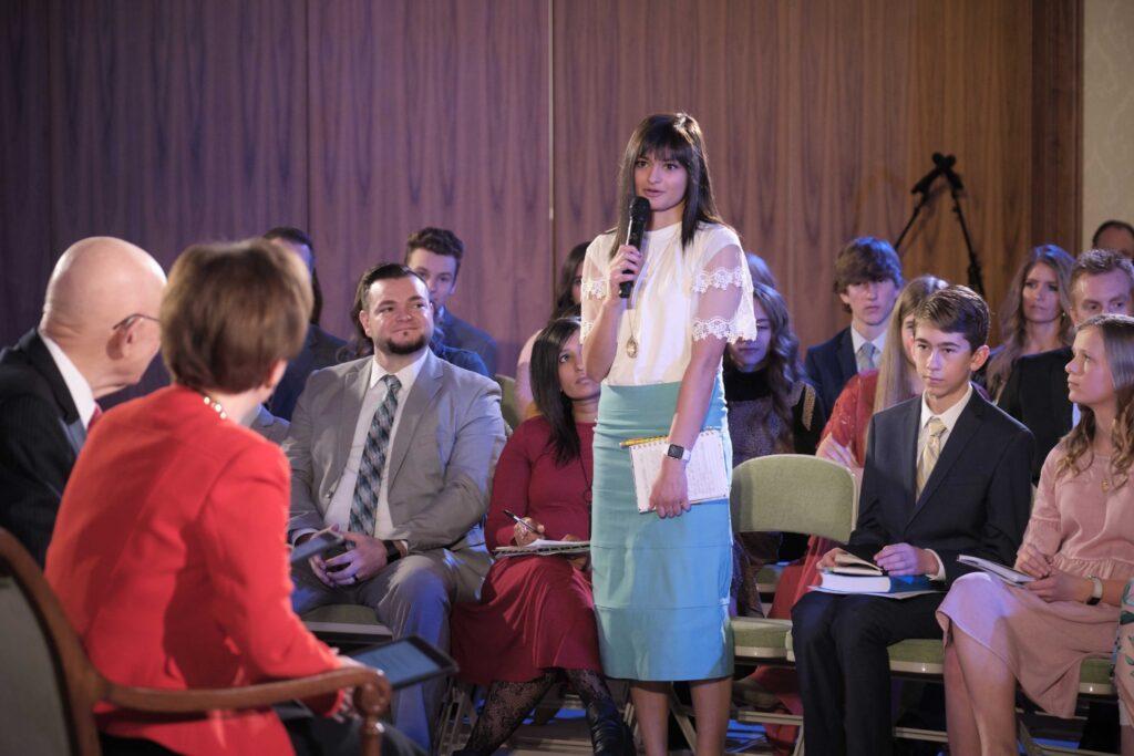 El evento Youth at the Face to Face discute el nuevo programa Niños y Jóvenes con el presidente Dallin H. Oaks, de la Primera Presidencia, y la hermana Kristen Oaks, que se transmitió el domingo 23 de febrero de 2020.