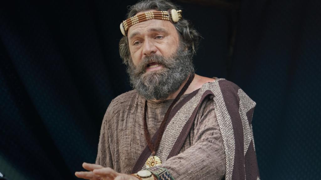 King Benjamin speaks to his people (see Mosiah 1–5).