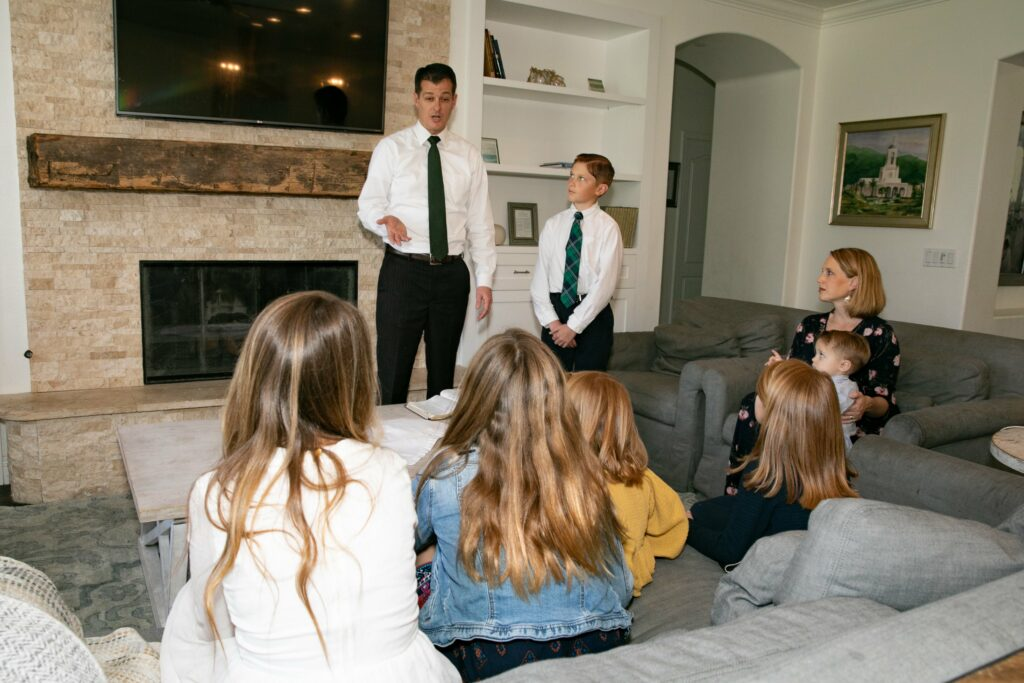 Bishop Darren L. Harline and his wife, Cherilyn Harline, and their six children observe the Sabbath in their home in San Clemente, California, on March 15, 2020, after the Church suspended all meetings in the wake of the COVID-19 pandemic.
