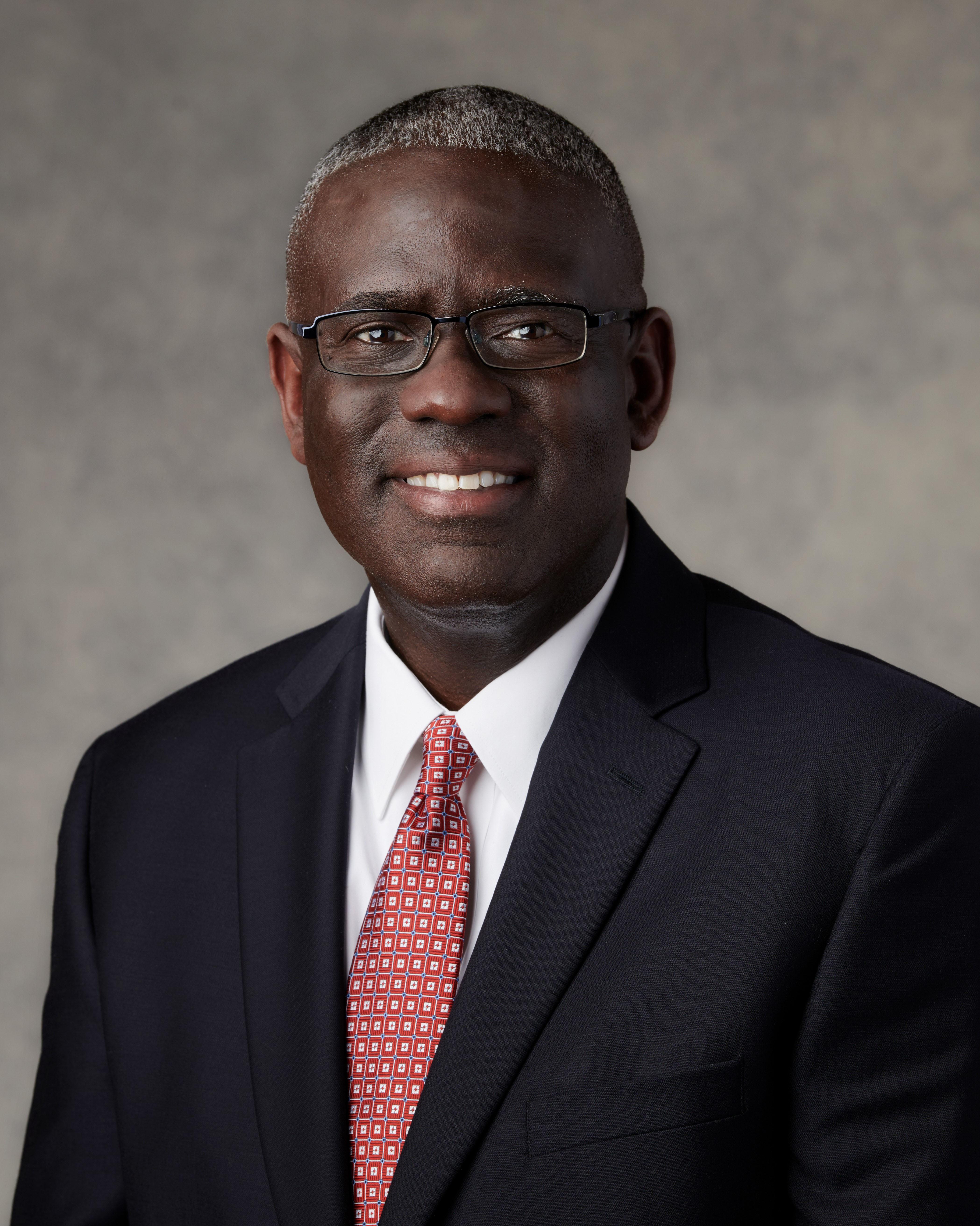 O élder Peter M. Johnson foi apoiado no sábado, dia 6 de abril de 2019, como setenta autoridade geral de A Igreja de Jesus Cristo dos Santos dos Últimos Dias.
