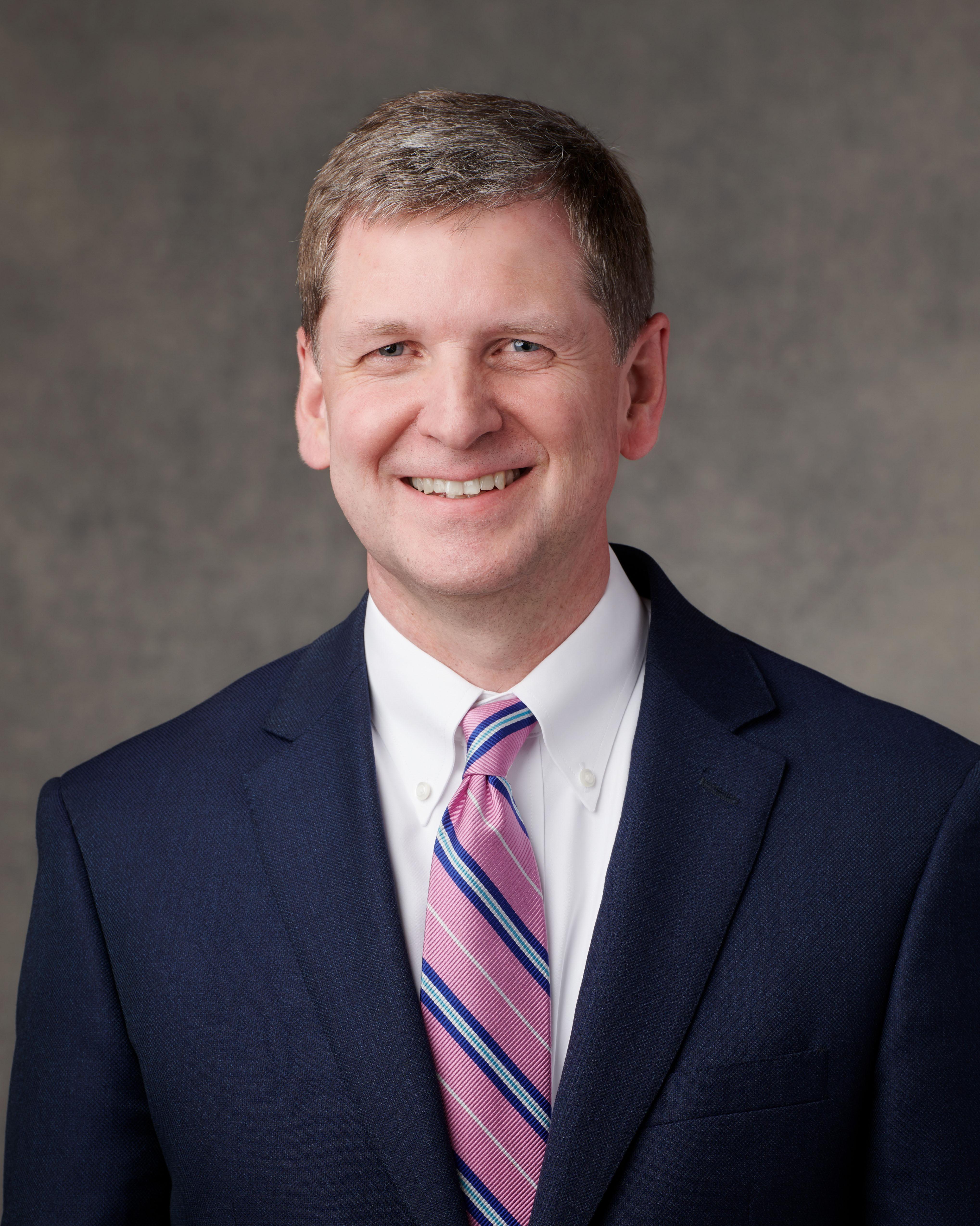 O élder James R. Rasband foi apoiado no sábado, dia 6 de abril de 2019, como setenta autoridade geral de A Igreja de Jesus Cristo dos Santos dos Últimos Dias.