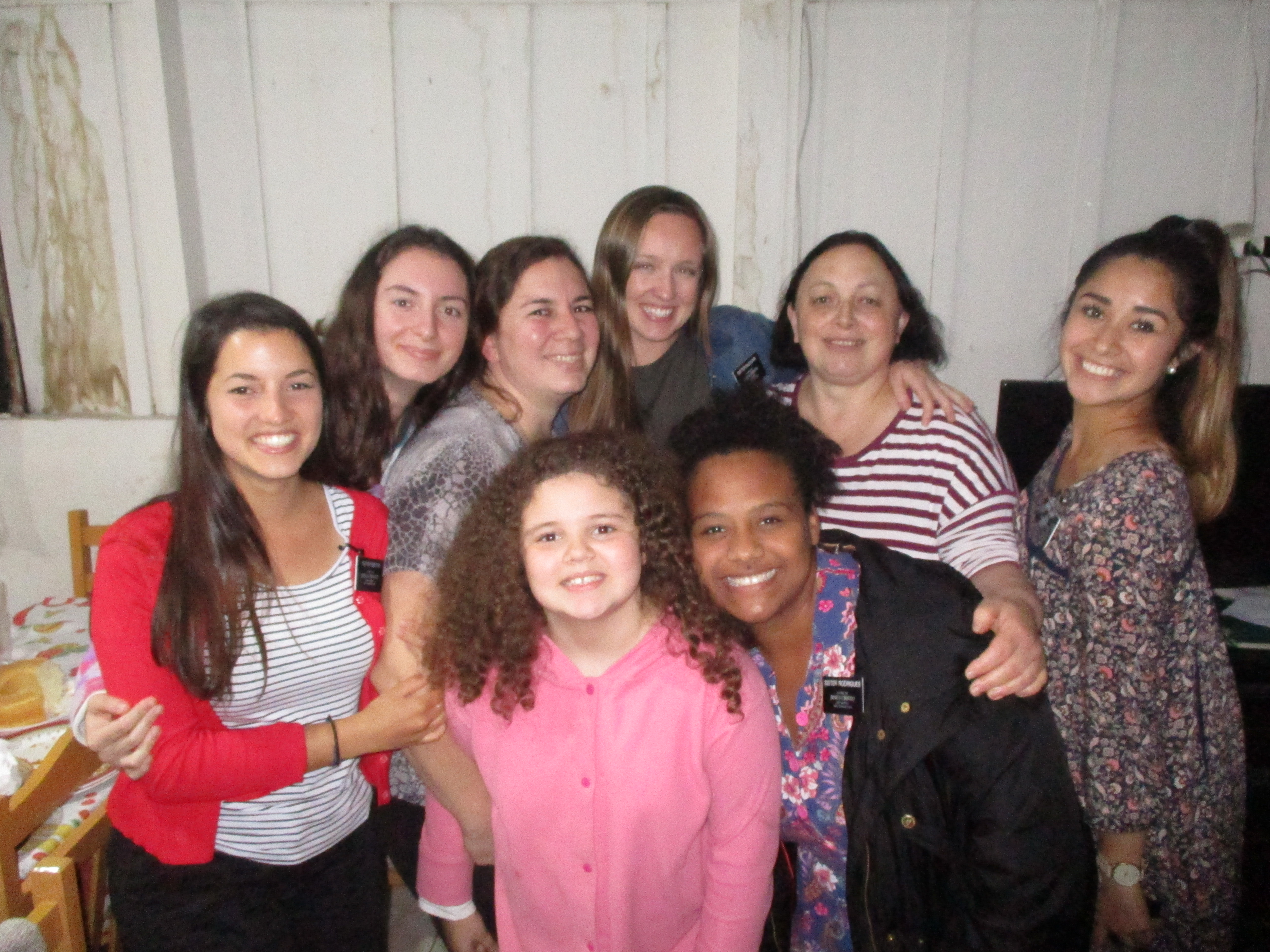 Monique McDown com alguns amigas e companheiras missionárias em Curitiba, Brasil.