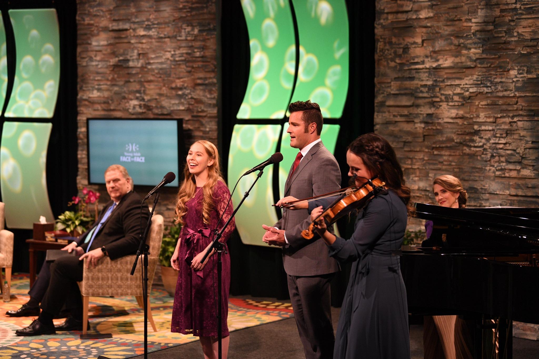 Um número musical foi apresentado durante a transmissão do evento Cara a Cara em Provo, Utah, no domingo, 15 de setembro de 2019.