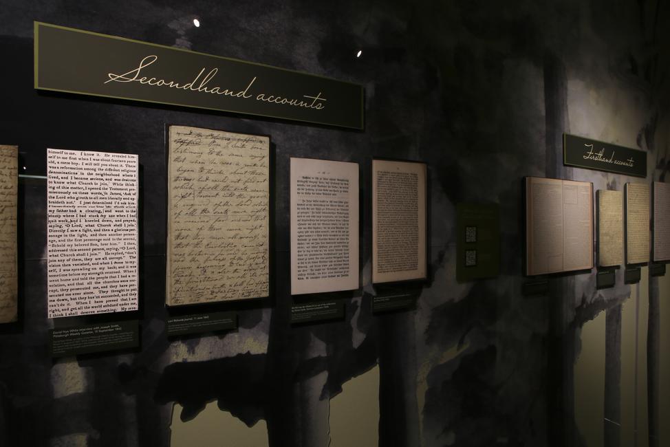 """Todos os nove relatos da Primeira Visão estão inclusos na exibição """"Um Pilar de Luz"""" da BYU."""