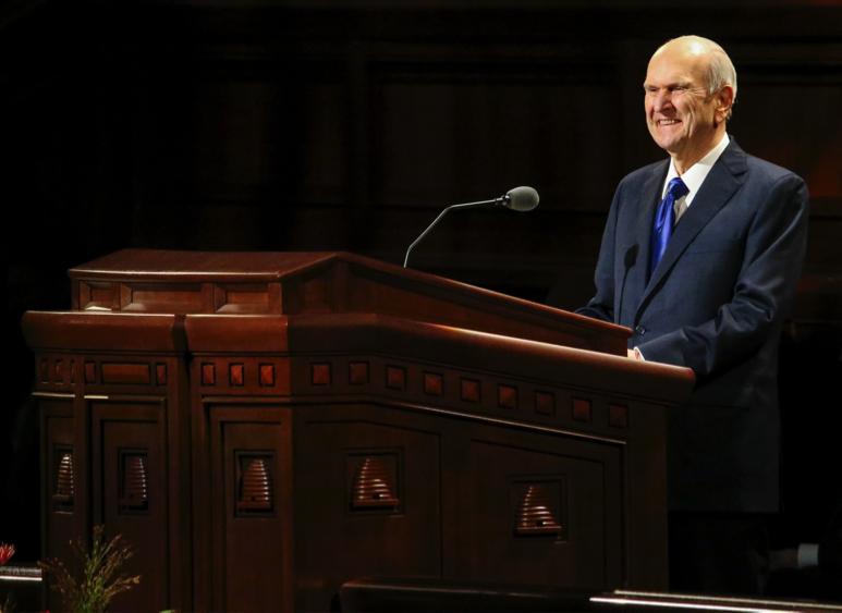 O presidente Russell M. Nelson fala na sessão das mulheres da 189ª Conferência Geral Semestral de A Igreja de Jesus Cristo dos Santos dos Últimos Dias no Centro de Conferências em Salt Lake City em 5 de outubro de 2019.