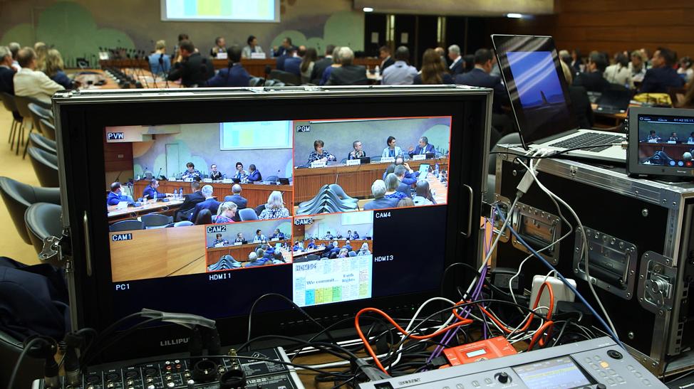 Por trás das cenas do painel de discussão da Organização das Nações Unidas em Genebra, terça, dia 17 de setembro, 2019.