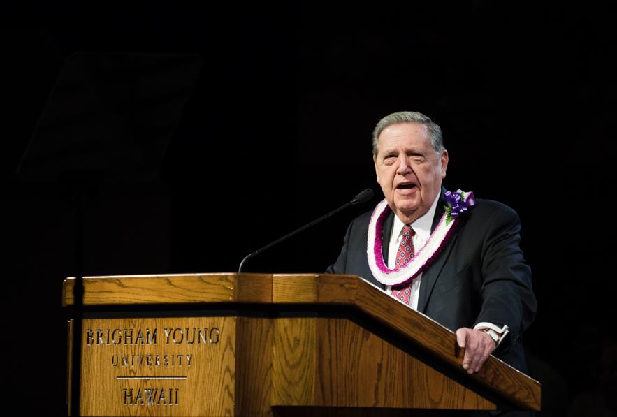 er Jeffrey R. Holland fala durante um devocional na BYU-Havaí no dia 22 de outubro.