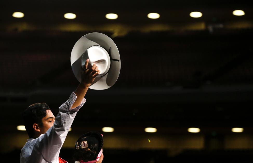 Dançarinos fazem apresentação durante o ensaio geral da dança mexicana La Iguana para o Luz das Nações no Centro de Conferências em Salt Lake City no sábado, 26 de outubro de 2019.